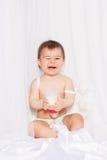 Смеясь над младенец с сидеть крылов ангела Стоковые Фото
