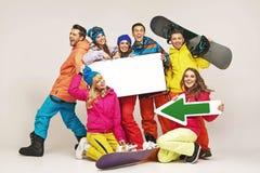 Смеясь над snowboarders представляя новое оборудование Стоковое Изображение