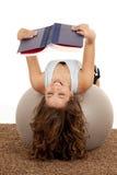 смеяться над книги шарика стоковое изображение