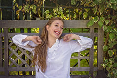 Смеяться над молодой женщины Стоковые Фото