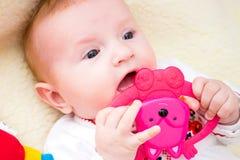 смеяться над младенца мать младенца счастливая Стоковое Изображение RF