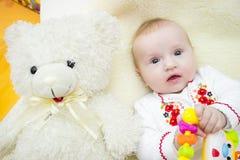 смеяться над младенца мать младенца счастливая Стоковые Изображения RF
