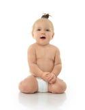 Смеяться над младенческого малыша ребёнка ребенка сидя усмехаясь Стоковые Изображения