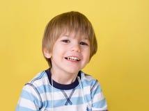 смеяться над ребенка счастливый Стоковая Фотография