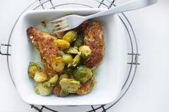 смогл расстегай еды домодельный Мясо испаренное с цветной капустой и Стоковые Фото