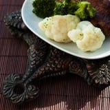 смогл расстегай еды домодельный Мясо испаренное с цветной капустой и Стоковая Фотография RF
