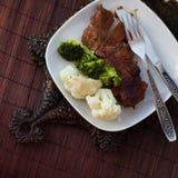 смогл расстегай еды домодельный Мясо испаренное с цветной капустой и Стоковое Изображение RF
