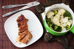смогл расстегай еды домодельный Мясо испаренное с цветной капустой и Стоковые Фотографии RF