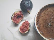 Смоквы и кофе стоковое изображение