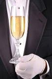 смокинг человека шампанского стеклянный стоковые изображения rf