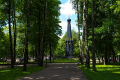 СМОЛЕНСК, РОССИЯ - 11-ОЕ ИЮНЯ 2018: Памятник для защитников Смоленска 4-ое-5 августа в 1812 в саде Lopatinsky стоковая фотография rf