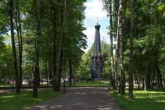 СМОЛЕНСК, РОССИЯ - 11-ОЕ ИЮНЯ 2018: Памятник для защитников Смоленска 4-ое-5 августа в 1812 в саде Lopatinsky стоковое фото