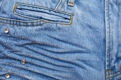 Сморщенные голубые джинсы Стоковые Изображения