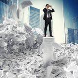 смотреть бизнесмена будущий к Стоковое Изображение