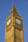 Смотреть вверх на башне с часами большого Бен Стоковая Фотография RF