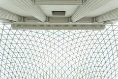 Смотреть вверх на застекленной сени великобританского музея Стоковая Фотография RF