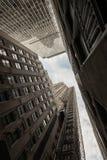 Смотреть вверх на небоскребах в Нью-Йорке Стоковое Фото