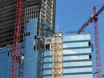 Смотреть вверх на небоскребе под конструкцией стоковое изображение rf