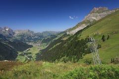 Смотреть вниз на Engelberg от Fuerenalp Стоковое Фото