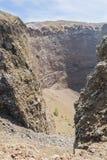 Смотреть в кратер Mount Vesuvius в Италии стоковое изображение