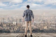 Смотреть горизонт города стоковые фото
