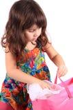 смотреть девушки подарка мешка Стоковая Фотография RF