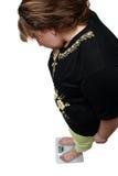 смотреть избыточный вес вычисляет по маштабу женщин Стоковые Изображения RF