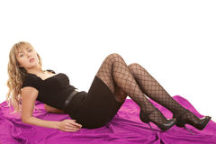 Смотреть листа платья черноты женщины пурпуровый Стоковая Фотография RF