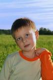 смотреть мальчика счастливый молод Стоковые Фото