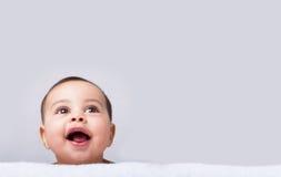 смотреть младенца красивейший вверх стоковые изображения