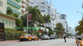 Смотреть на бульвара Miami Beach Collins южный на 40th улице видеоматериал