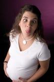 смотреть на делающ беременную женщину Стоковые Изображения RF