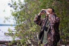 смотреть охотника биноклей Стоковые Изображения RF