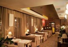 смотреть самомоднейший ресторан Стоковые Фотографии RF