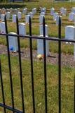 Смотреть через загородку на могиле промышленной школы Карлайла индийской стоковая фотография rf