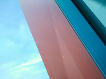 Смотреть через окно с славным сочетанием цветов стоковое изображение rf