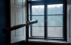 Смотреть через окно. Стоковое Изображение RF