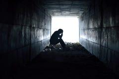Смотреть человека сидя расстроенный Стоковые Фото