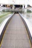 Смотреть эскалатора двигая вниз Стоковое Изображение