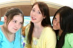 смотрит на предназначенное для подростков Стоковая Фотография