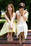 смотрит на смешных девушок делая довольно Стоковые Фотографии RF