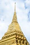 Смотрящ вверх на виске пагоды золота изумрудного Будды, грандиозный приятель Стоковая Фотография
