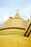 Смотрящ вверх на виске пагоды золота изумрудного Будды, грандиозный приятель Стоковое Фото