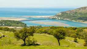 Смотрящ вниз на Barmouth от Cregennen ландшафт Welsh Стоковое Изображение
