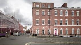 Смотрящ вниз с квадрата Брансуика улицу Бристоль Англию Йорка стоковые фотографии rf