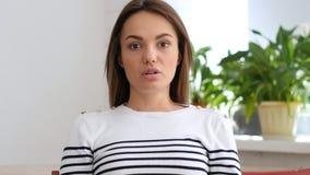Смутите женщину вспугнутую проблем стоковые изображения