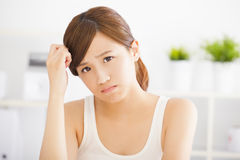 Смутите молодую азиатскую женщину стоковая фотография rf