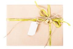 Смычок ленты подарочной коробки бумаги Kraft Стоковая Фотография RF