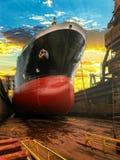 Смычок корабля на восходе солнца Стоковые Фотографии RF