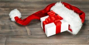 Смычок ленты белой подарочной коробки украшения рождества красный Стоковая Фотография
